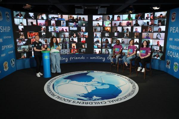 Football for FriendshipがInternational Friendship Campを主催:世界中から集まった子どもたちがプログラムの9つの価値について議論