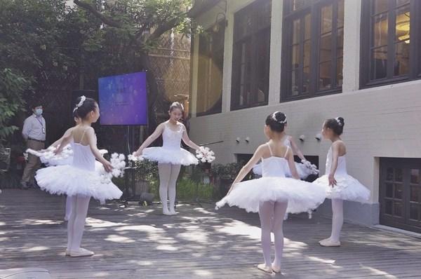 此前受助的小朋友现场演绎精彩舞蹈