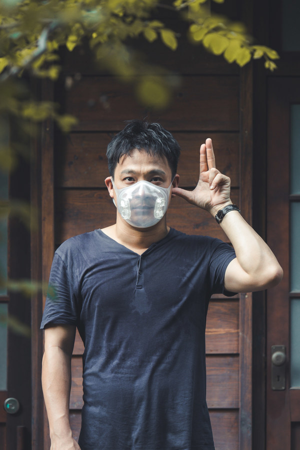 """An Taiwanese Hearing-impaired Actor, Easton Dong Calls Out the """"Listen Love"""" Project, to Raise Concerns for Hearing-impaired Students during the Covid-19 Pandemic."""