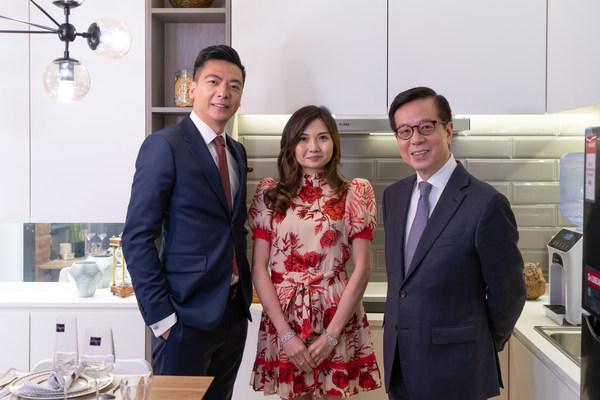 柬埔寨最大港資地產項目Urban Village 首都•國金的創辦人及執行董事李駿機博士、陳潔盈女士和著名財經評論家陳永陸(陸叔)剛在香港Ritz Carlton 酒店共同舉辦了一場反響熱烈的投資研討會。活動還有柬埔寨駐香港總領事PECH Puthisathbopeaneaky 女士蒞臨支持。此次活動吸引了過百多位投資人士出席。