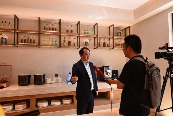 首旅如家酒店集团总经理孙坚在接受采访