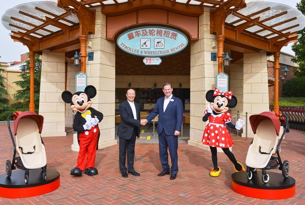 Joe Schott, President and General Manager of Shanghai Disney Resort, and Song Zhenghuan, Founder and Chairman of Goodbaby Group celebrating the two parties entering into a multi-year resort alliance at Shanghai Disney Resort