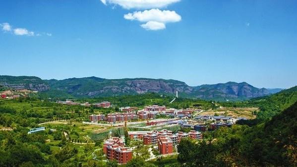 CGTN - Zhaojin 마을, 중국 북서부의 붉은 흙