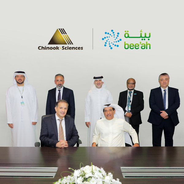 During a visit by Chinook Sciences Chairman and CEO, Dr. Rifat Chalabi (front left), the evolution of the plans to a waste-to-hydrogen project was agreed during a signing ceremony in the presence of HE Salim Al Owais (front right), Chairman of Bee'ah, and a delegation of senior officials from both entities.