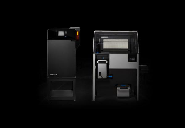 Xu hướng sản xuất và chế tạo mẫu độc lập mới bắt đầu ngay hôm nay với Fuse 1. Máy in 3D nylon đặt bàn sẵn sàng đưa vào sản xuất với nền tảng thiêu kết laser (SLS) nhỏ gọn, giá cả phải chăng.
