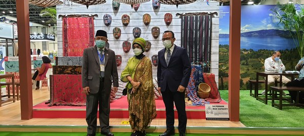 (from left to right) Husin Bagis, Indonesian Ambassador for Abu Dhabi; Nia Niscaya, Deputy of Minister for Tourism Marketing; and Consulate General of Republic of Indonesia for Dubai