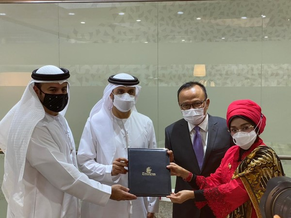 The Ministry of Tourism and Creative Economy of Indonesia and Emirates Airlines signed a Memorandum of Cooperation (MoC)
