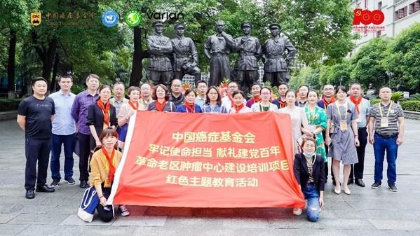 南昌八一起义纪念馆合影