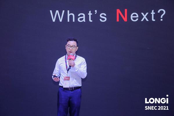론지솔라가 지난 6월 3일 개최된 '제15회 국제 태양광 및 스마트 에너지 포럼 및 전시회(SNEC 2021)'에서 N형 TOPCon 셀을 사용한 최초의 양면모듈 'Hi-MO N'을 공개했다. [사진=론지솔라]
