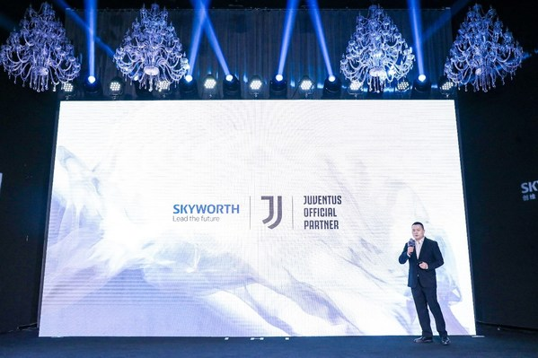 Leo Tang, Chief Brand Officer, SKYWORTH TV, dalam acara jumpa pers