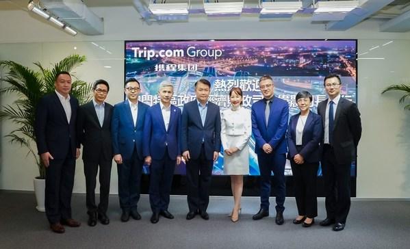 澳門特區經濟財政司司長李偉農(左5)与攜程集團首席執行官孫潔(左6)等舉行會談