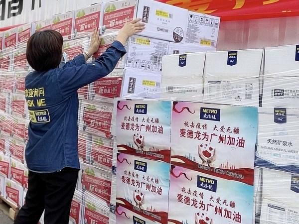 6月12日,麦德龙广州天河商场向广州市慈善会交付端午慰问物资和捐赠品