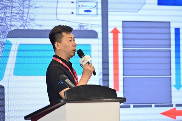 开利运输冷冻中国区医药行业负责人孙玉伟介绍先进的制冷机组如何助力新冠疫苗运输安全