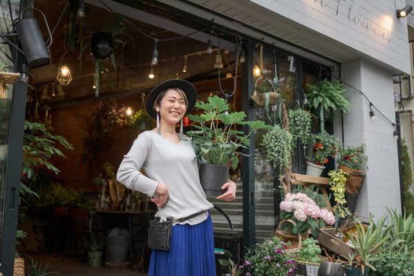 Ai Hashimoto, owner of flower shop ON FLOWERS