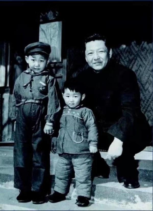 시진핑 주석, 부친으로부터 인생, 일 및 지배구조의 역할 모델 찾아