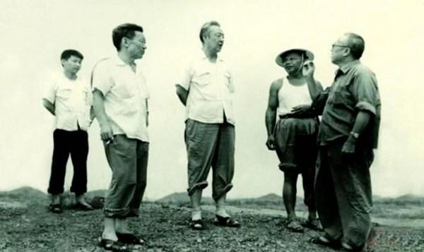 Xi Zhongxun (C) visits rural Huiyang, south China's Guangdong Province, August 1978.