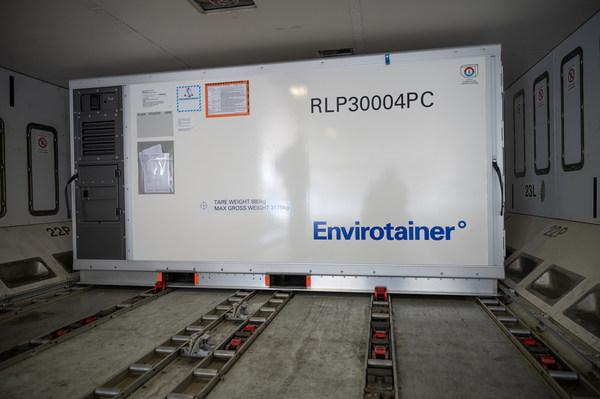 温瑞通Releye® RLP是LD11尺寸的温控集装箱,采用独特的气流技术,可在飞机货舱内实现最大的温度稳定性。