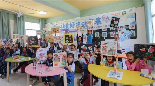 2021年5月,华润万家在纳雍第十三小学建立美术角,并开展线下美术支教