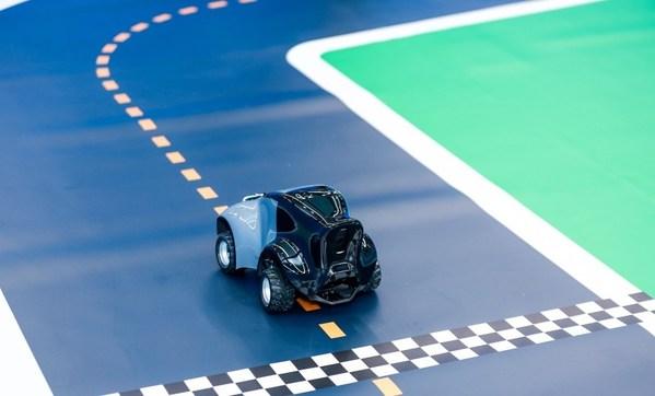 DeepRacer是基于云的 3D 赛车模拟器来操纵的1/18比例全自动驾驶赛车