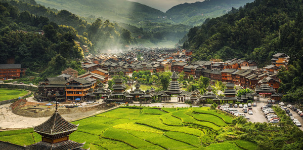 Ecological protection and economic development balance, green economy guards colorful Guizhou