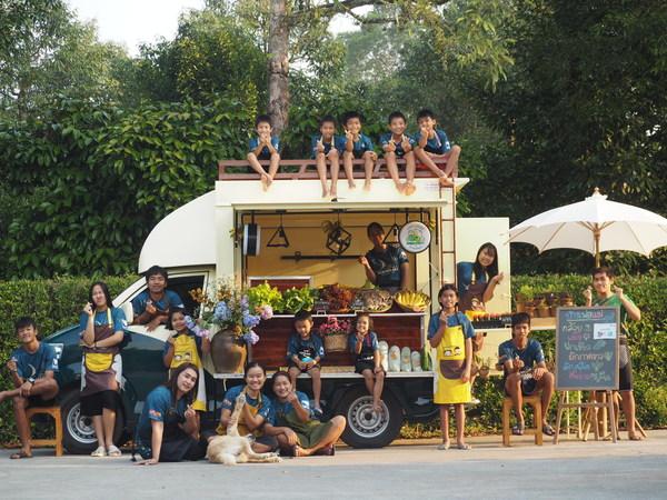 EasyCompare Donates 1,205,425 THB to Help Underprivileged Thai Children During COVID-19 Crisis