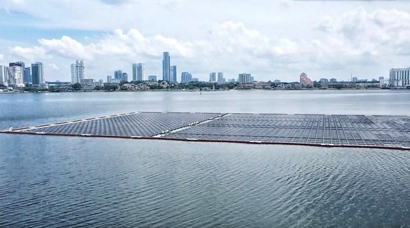 Nơi mặt trời tiếp giáp với biển khơi Dự án công nghệ điện mặt trời nổi ngoài khơi của Singapore hướng tới mục tiêu trung hòa khí thải carbon