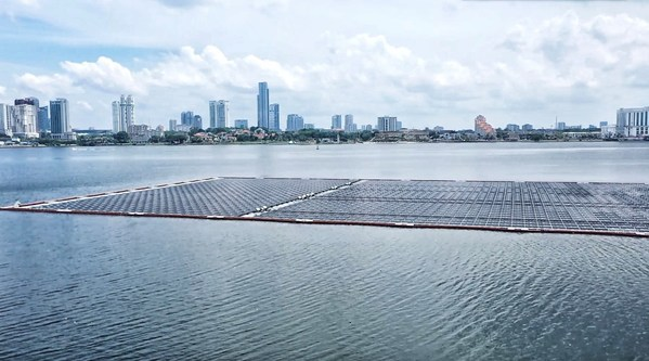 シンガポールのカーボンニュートラルへの旅、オフショア浮体式太陽光発電