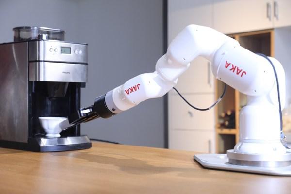 节卡 MiniCobo协作机器人在商业领域的应用