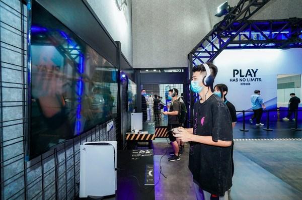 现场观众试玩PS5