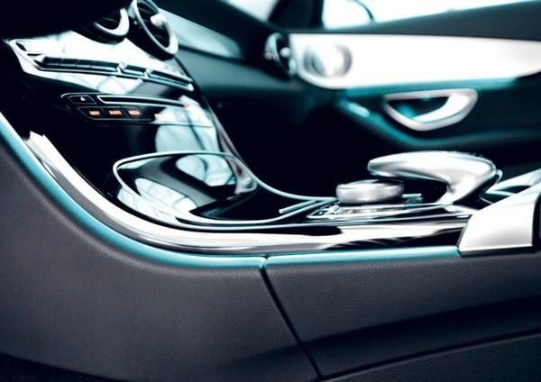 德科斯米尔致力于为高端汽车提供内饰解决方案