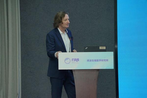 辉凌医药亚太区首席科学官Henk Jan Out讲话