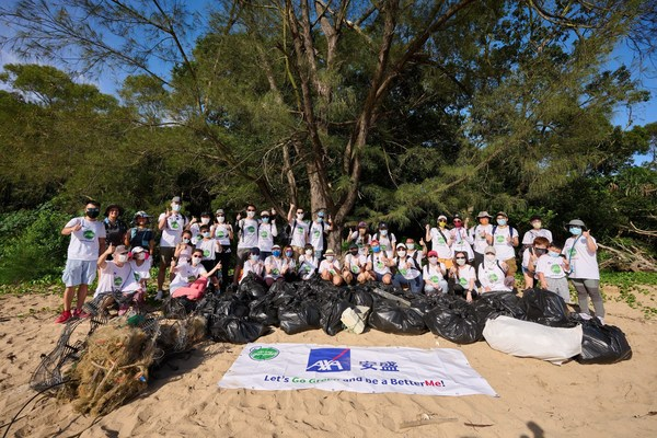 AXA安盛義工團隊清理超過257公斤沙灘廢棄垃圾及可回收廢物,為保護環境及對抗氣候變化出一分力。