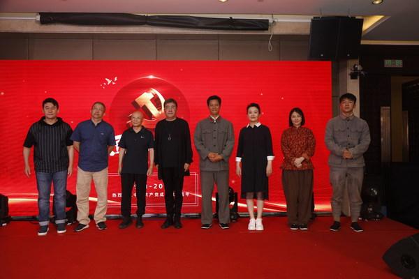 《西北烽火》主创人员:李洪涛、谢鸣晓、刘邑川、江海洋、林江国、娜仁花、朱锐、王智合影