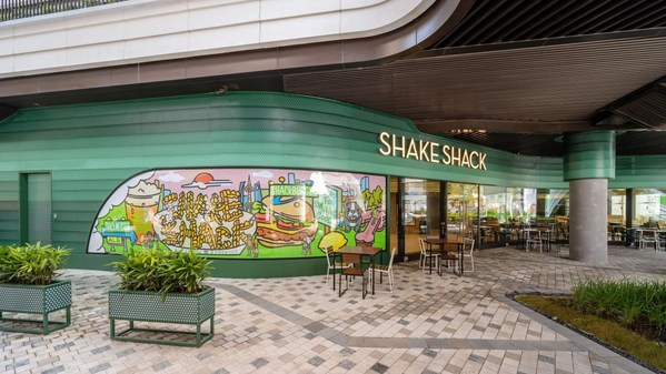 Shake Shack中国宠物友好2.0体验店 -- 前滩太古里店开启试运营