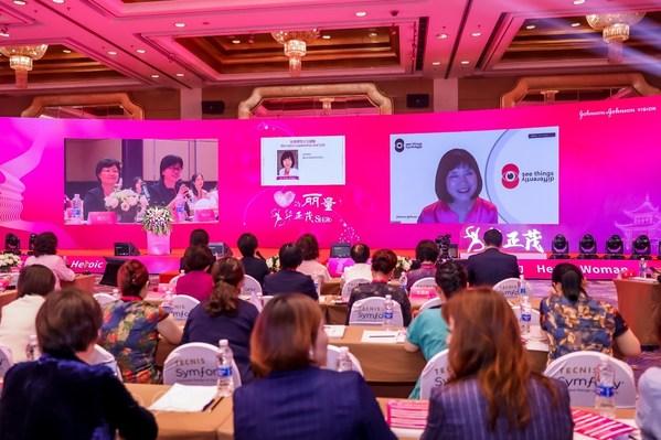 """强生全视全球研发负责人宋晓宇博士进行了以""""女性领导力与坚毅""""为题的主旨演讲"""