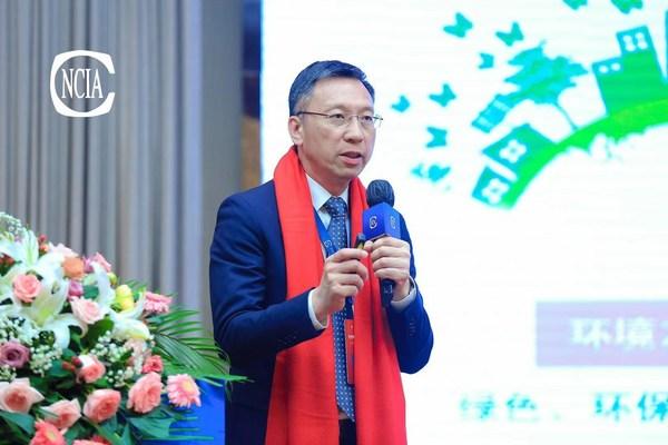 紫荆花新材料集团联席总裁冯秉光先生发表《科技创新推动高质量发展》主题演讲