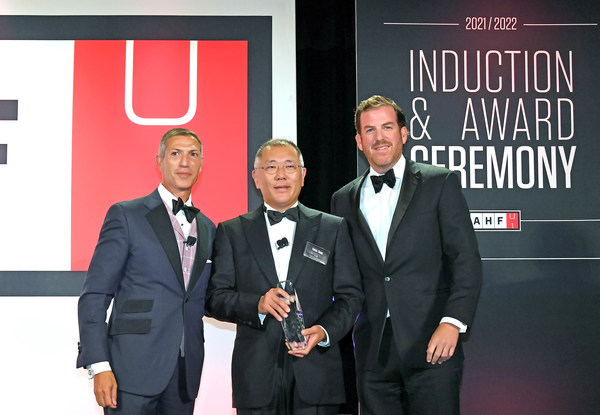 Hyundai Motor Group Honorary Chairman, Mong-Koo Chung, has been officially inducted into the Automotive Hall of Fame at the 2020/2021 Induction and Awards Ceremony. The induction ceremony was attended by Hyundai Motor Group Chairman Euisun Chung, who participated in Honorary Chairman Mong-Koo Chung's place.  (From left to right) Ramzi Hermiz, Chairman of the Board, Automotive Hall of Fame, Euisun Chung, Chairman of Hyundai Motor Group and K.C. Crain, President and CEO of Crain Communications.