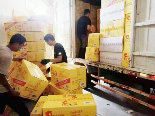 洽洽食品应急食品物资从各地装车发往郑州灾区