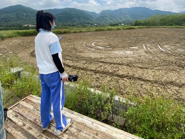 陈丽华是当地最早学习使用农业无人机的年轻人