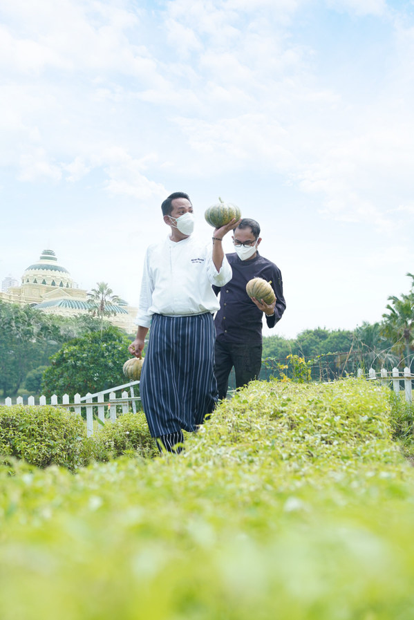 The Westin Surabaya Distributes Garden-to-Table Meals for Frontliners and COVID-19 Patients
