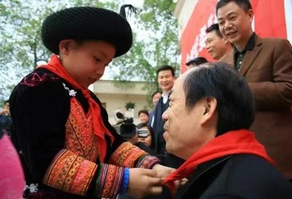 En. Yang memeriksa projek pembasmian kemiskinan di Daerah Berautonomi Mabian Yi, Wilayah Sichuan