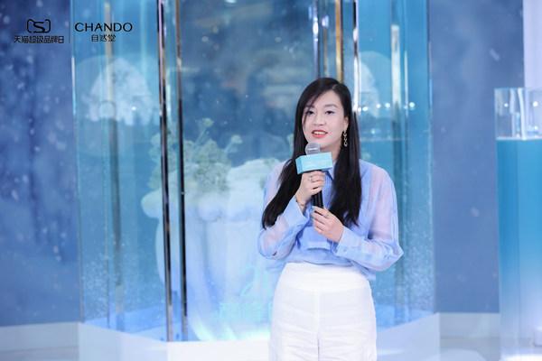 伽蓝集团副总裁吴梦女士登台发言