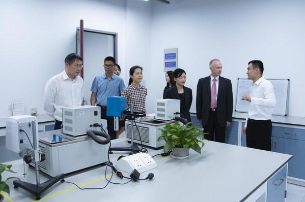 共同参观联泰科技智能制造工厂