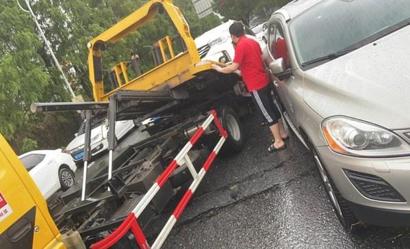 大家财险浙江分公司帮助客户转移受损车辆