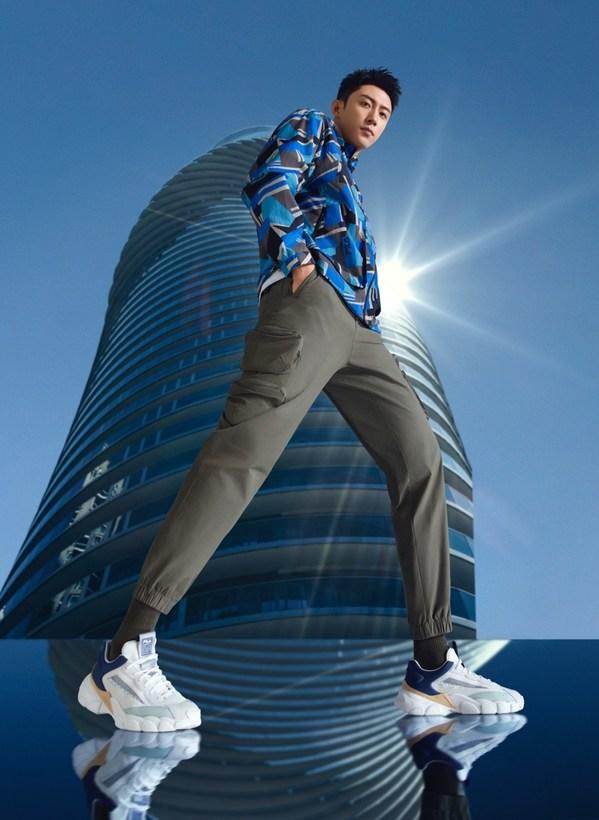 FILA时尚运动代言人黄景瑜演绎FILA SMAHSER鲨鱼鞋