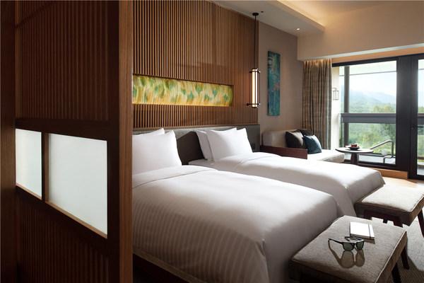 清远芊丽酒店客房  眠 / 居   回归自然,重归静谧 217间豪华客房揉合日式风格与山水自然元素,精巧细节营造素雅意境