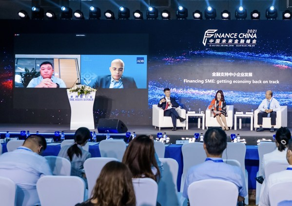 """Mr. Gong Li at the panel discussion """"Financing SME Getting Economy Back on Track"""""""