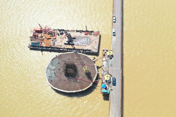 XCMG ส่งมอบรถปั๊มคอนกรีตปรับแต่งใหม่ร่วมโครงการก่อสร้างสะพานข้ามแม่น้ำ Muara Lassa ในมาเลเซีย