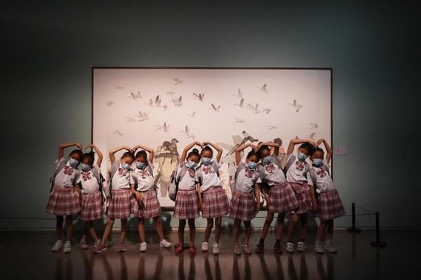 春蕾女童参观上海中华艺术宫