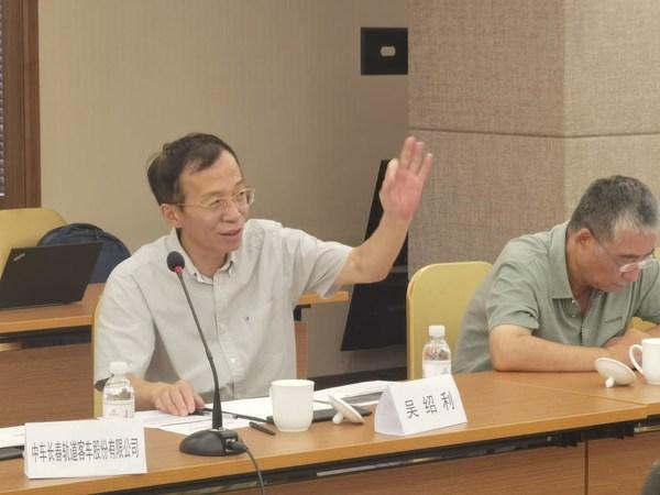 吳紹利教授為現場參會代表進行答疑